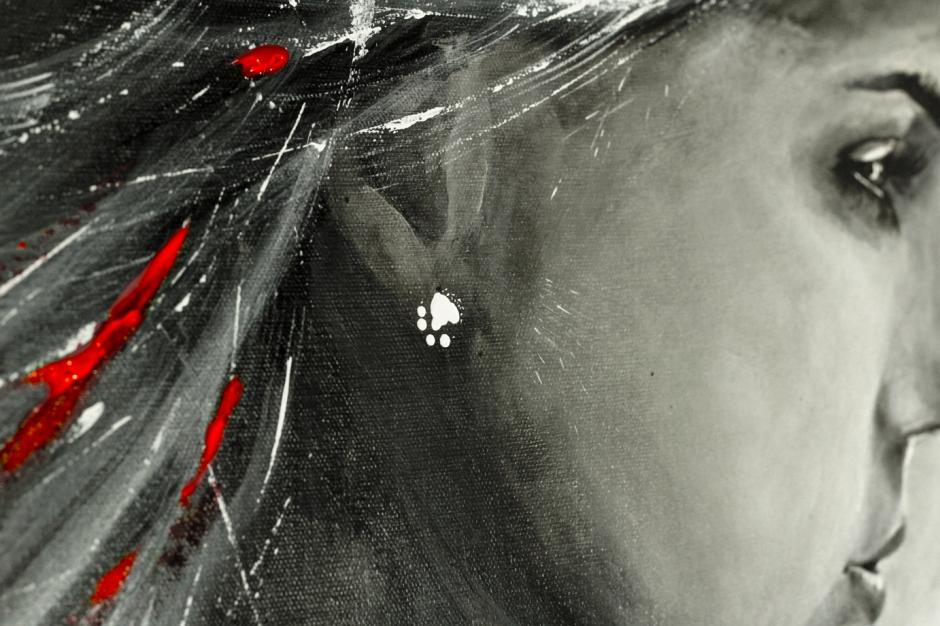 OlegKarasier_DarkBeauty_in-the-Light_close-up_1
